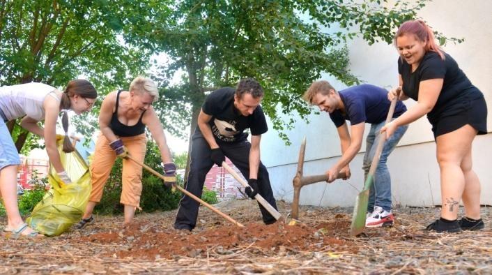 Öffentlicher Event-Garten zur Naherholung - Eine Initiative von Connys Bar, Realitätsverlust und Anwohnern